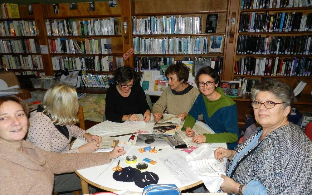 Montbron: Broderies et papotages à la médiathèque
